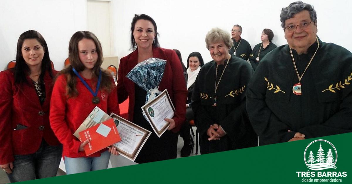 Aluna e professora da EBM Guita Federmann são premiadas em concurso literário