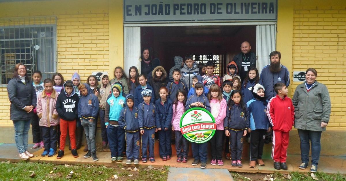 Alunos de escola municipal participam de oficina promovida pela Epagri de Três Barras
