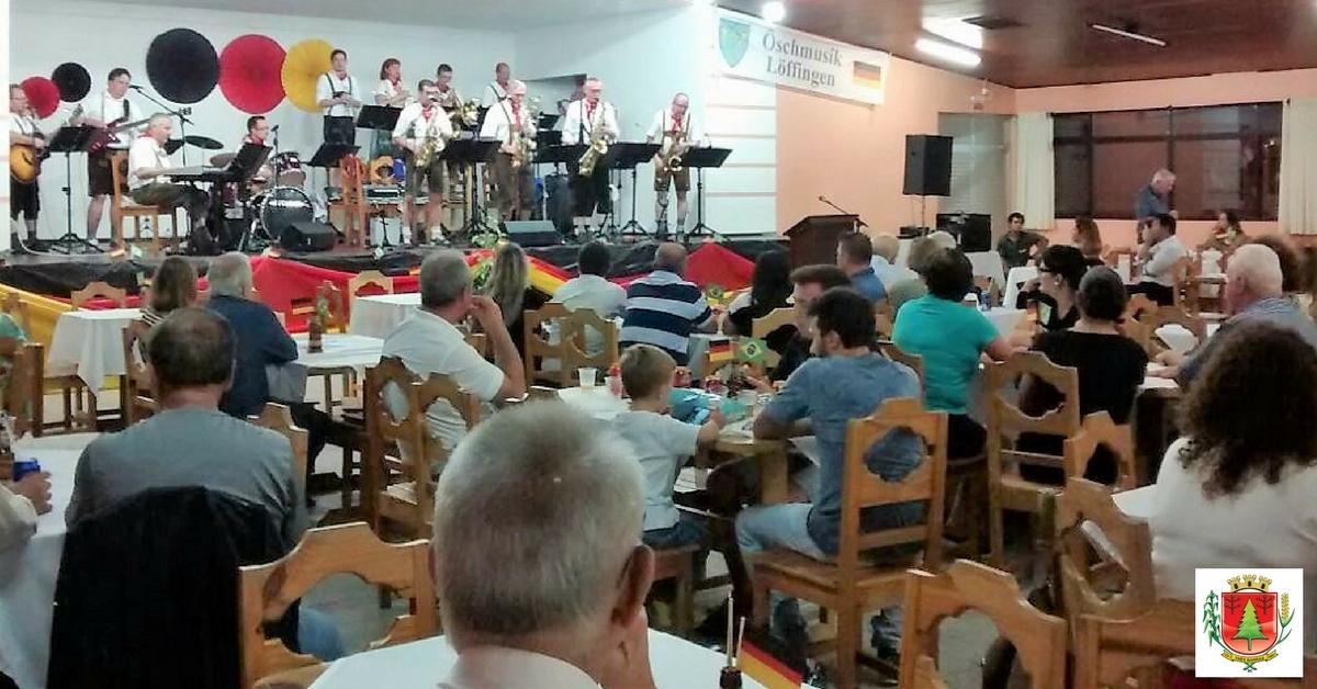 Apresentação de orquestra alemã reúne mais de 200 pessoas em prol da Apae