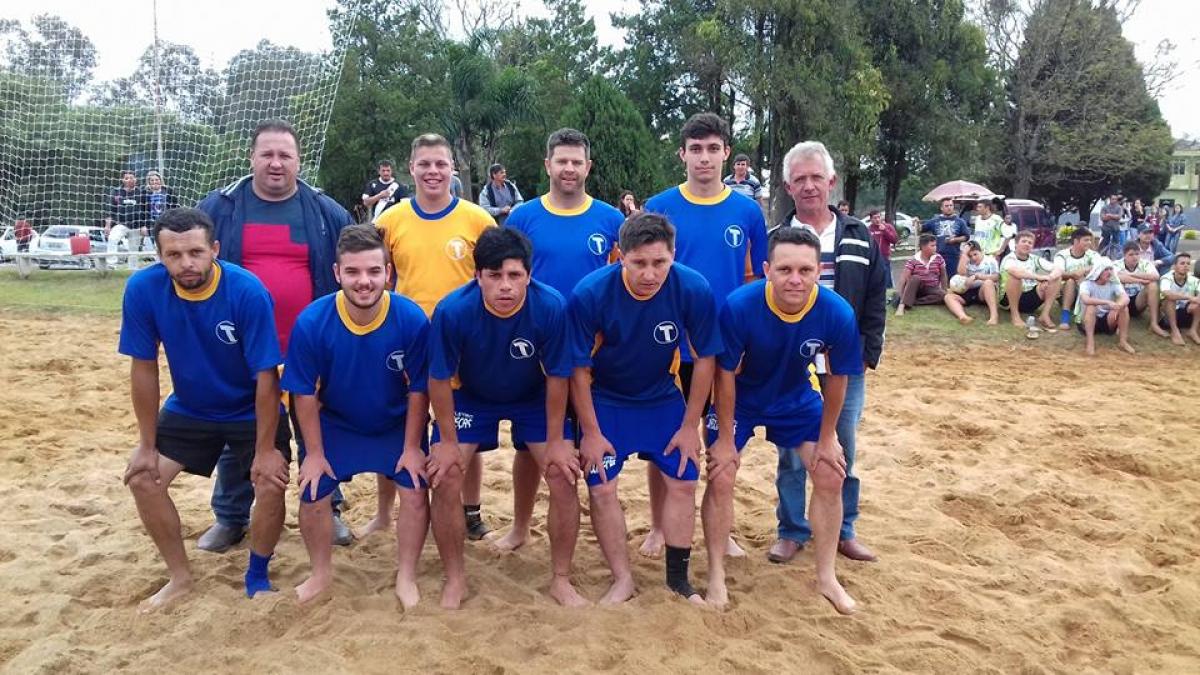 Argentina vence torneio início de futebol de areia em Três Barras
