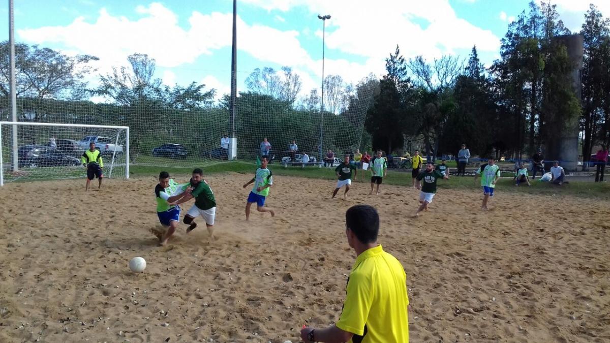 Artilheiros marcam 41 gols pela rodada do campeonato de futebol de areia em Três Barras