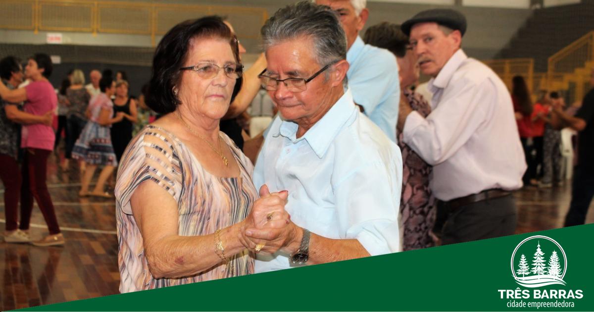 Baile da Melhor Idade recebe público de diversas cidades da região