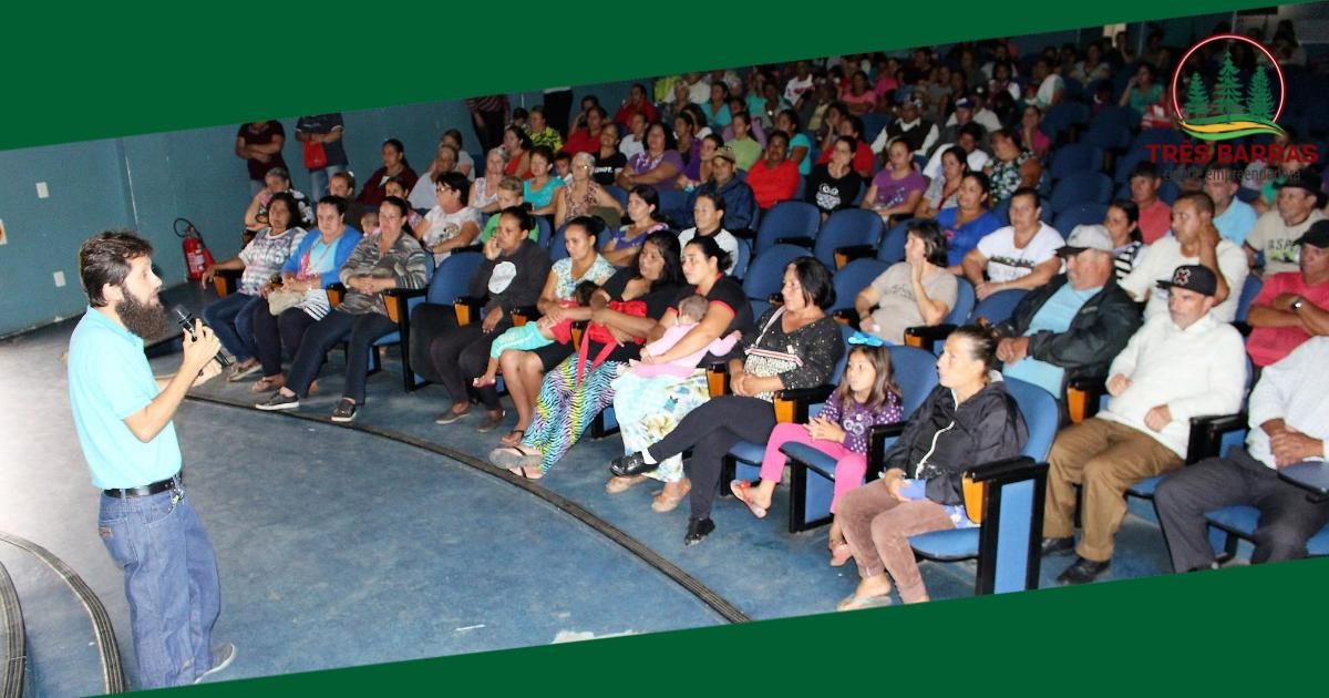 """Beneficiários de programas sociais participam de palestra sobre """"Educação formal x educação familiar"""""""