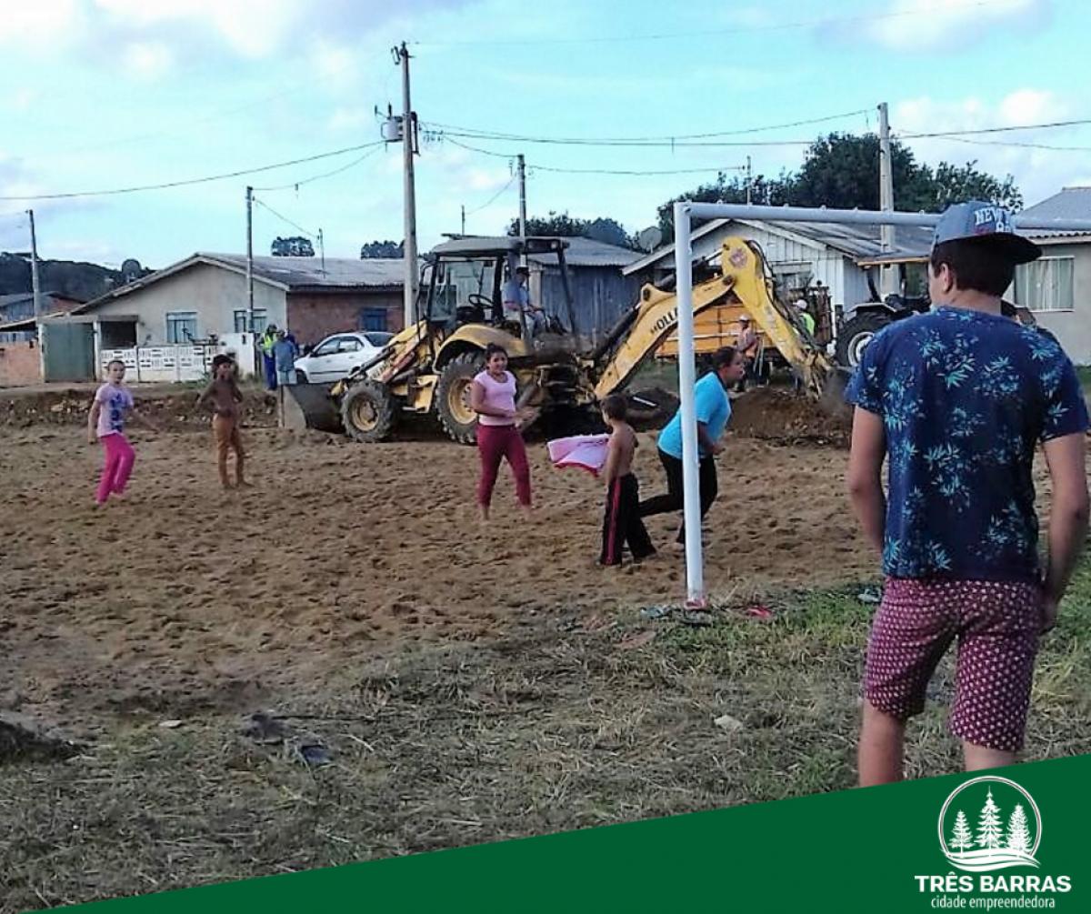 Cancha de areia recebe melhorias no bairro Bom Jesus