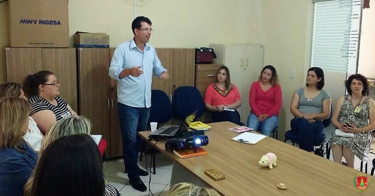 Capacitação reúne profissionais de assistência social e do serviço de acolhimento