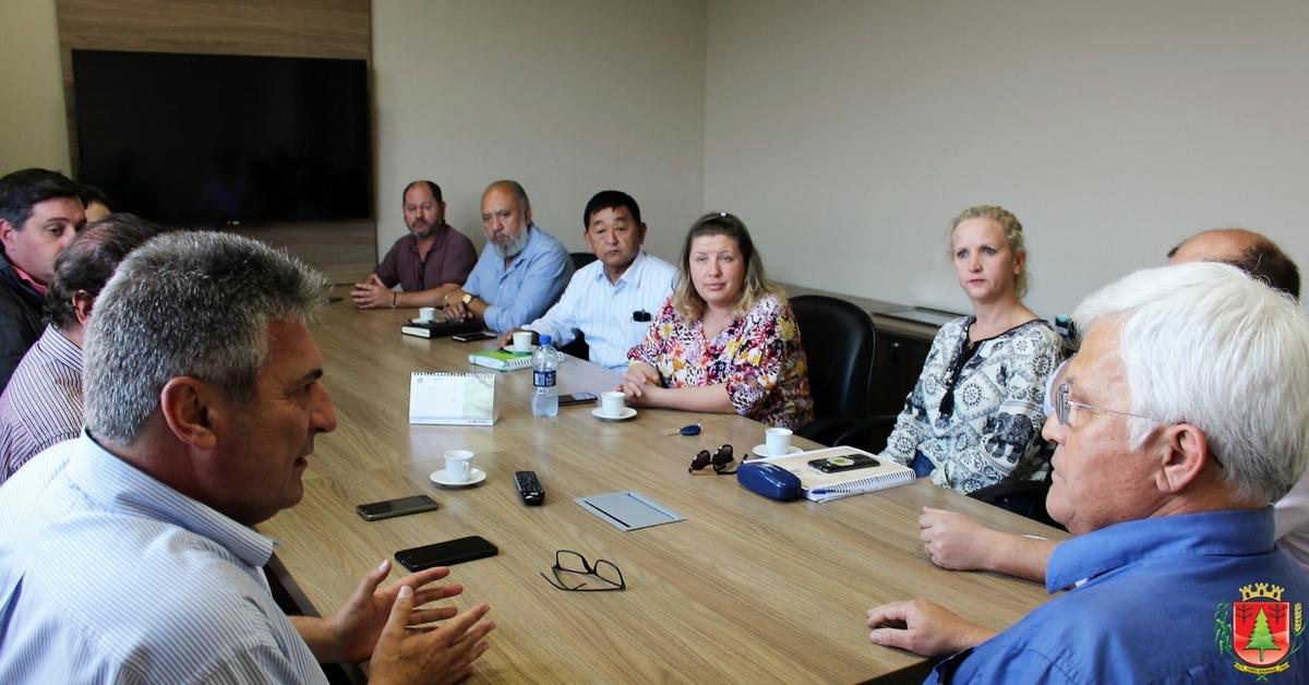 Contorno rodoviário e assuntos relacionados à área de saúde pautam encontro entre Shimoguiri e Mariani