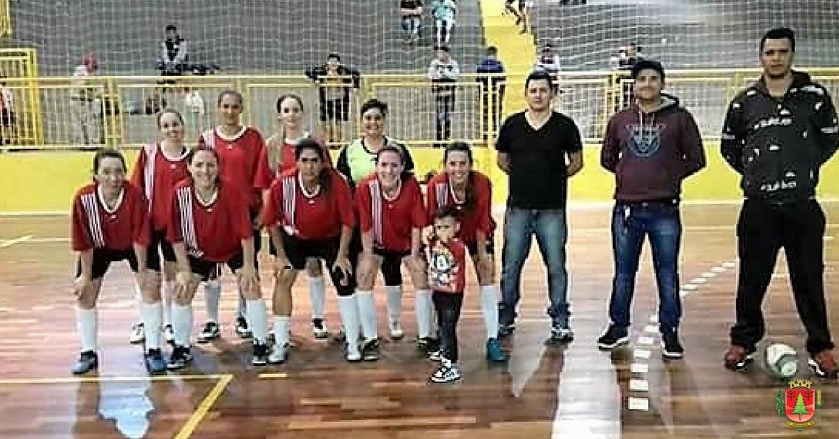 Deixaqueuxuto e Atlético TB fazem a final do Futsal Feminino