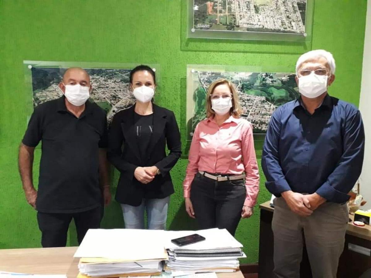 DEPUTADA FEDERAL NORMA PEREIRA VISITA PREFEITO E VICE-PREFEITA DE TRÊS BARRAS NA TARDE DE SEGUNDA-FEIRA