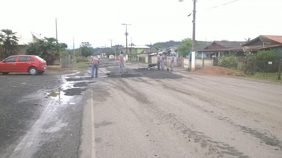 Detentos auxiliam na limpeza e recuperação de ruas no São Cristóvão