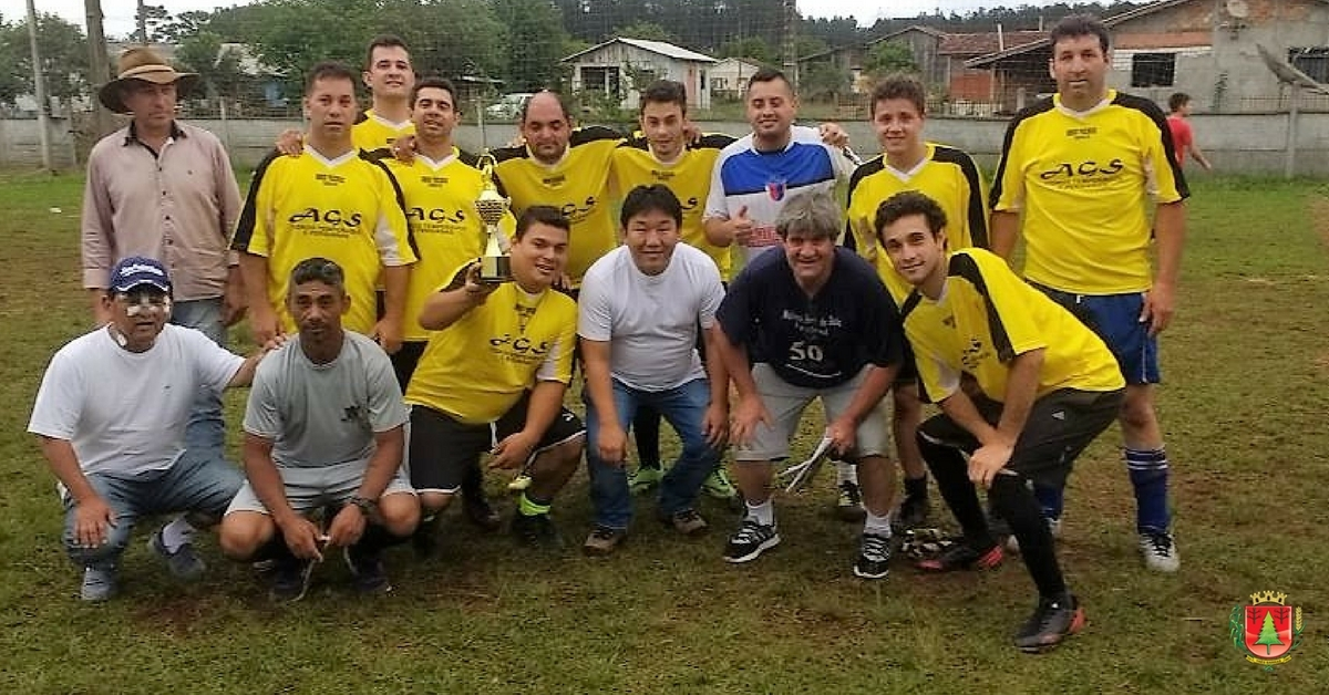 Educação goleia e é campeã do Interno de Futebol Suíço