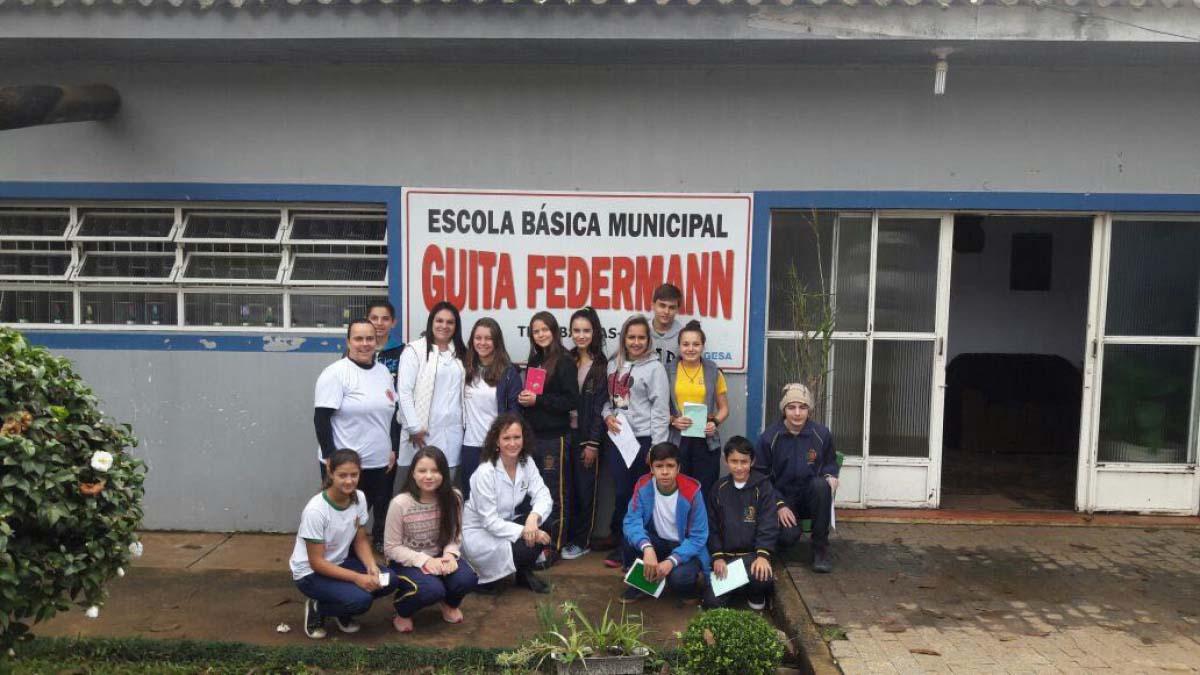 Equipe de ESF vacina crianças contra HPV e Meningite C em escola