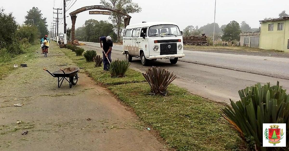 Equipe realiza limpezas em vias públicas do distrito de São Cristóvão