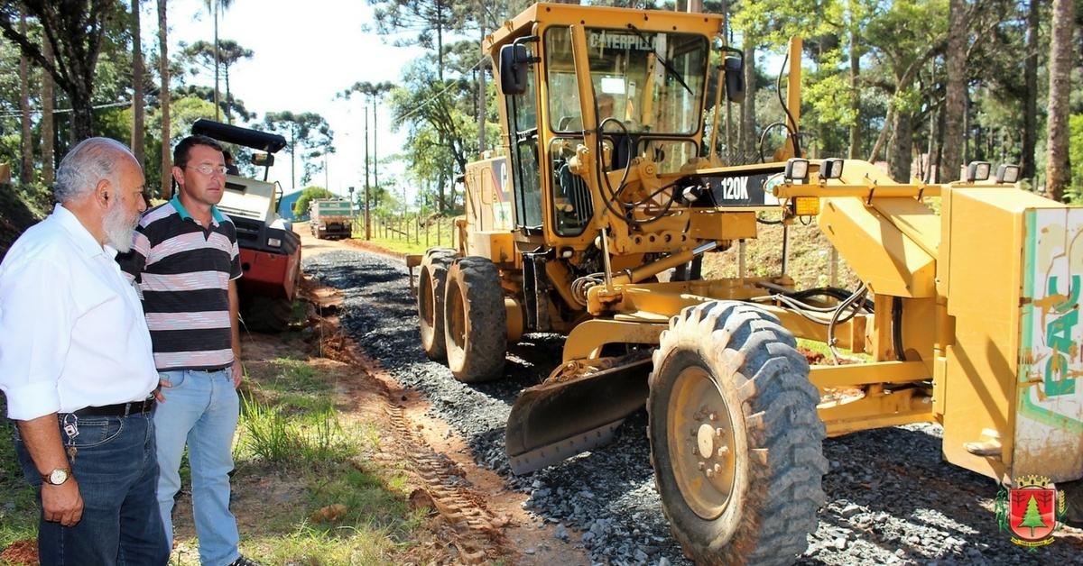 Estrada na Colônia Tigre recebe melhorias