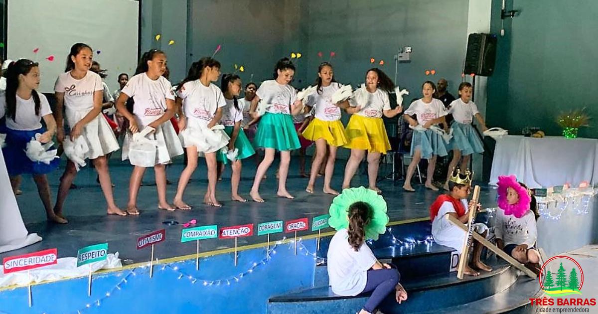 Evento marca comemorações do Dia de Ação de Graças da escola João Pacheco de Miranda Lima