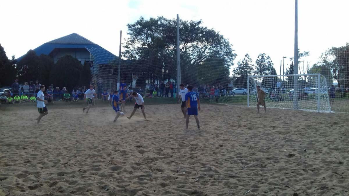 Fut e Danone e Amigos do Jonko fazem a final do Campeonato de Futebol de Areia em Três Barras