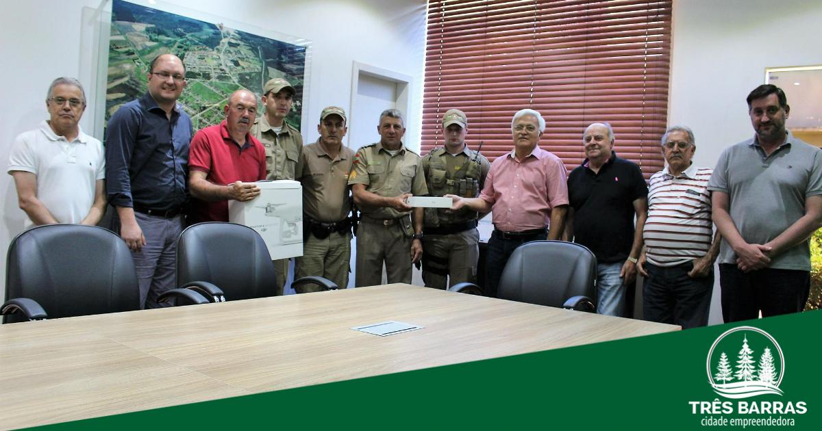 Governo de Três Barras faz a entrega de drone à Polícia Militar