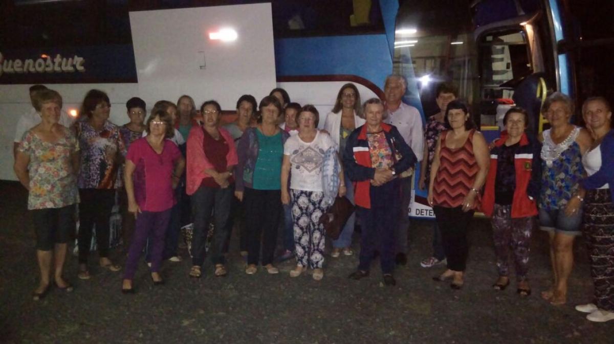 Grupos da Melhor Idade realizam viagem ao litoral catarinense