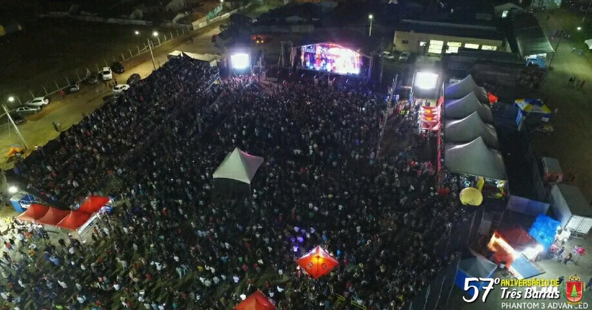 Mais de 10 mil pessoas acompanham o show de César Menotti & Fabiano