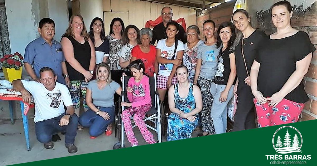 Mobilização de escola possibilita troca de lacres de latinhas por cadeira de rodas