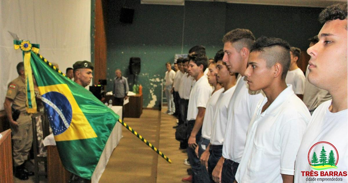 Momento cívico marca a dispensa de jovens tresbarrenses do serviço militar