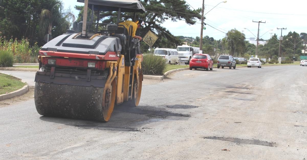 Operação tapa buracos inicia pela Avenida Rigesa