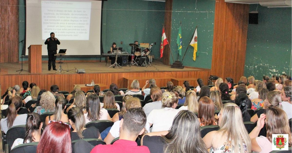 Palestra motivacional reúne profissionais da rede municipal de ensino