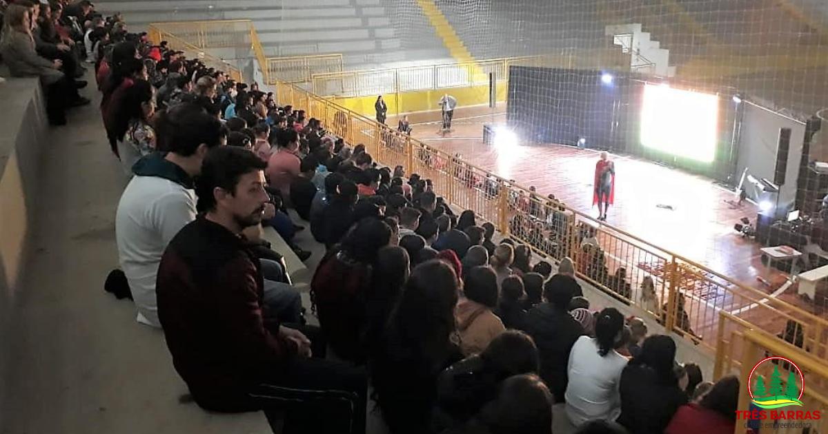 Palestras show incentivam estudantes a denunciar casos de abuso e exploração sexual infantil