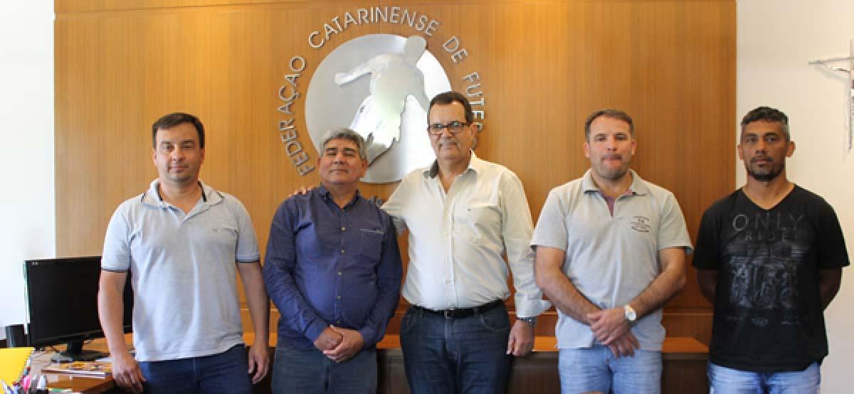 Parceira da prefeitura de Três Barras, LEC solicita curso para árbitros da região