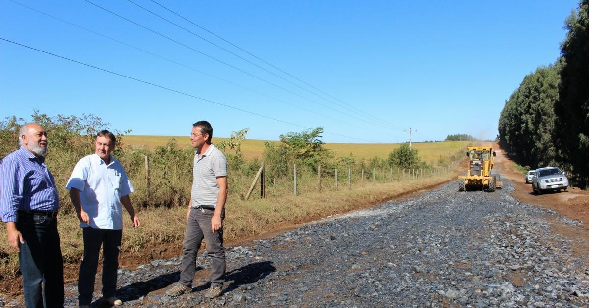 Parte da estrada Transfalcônica está sendo recuperada em Três Barras