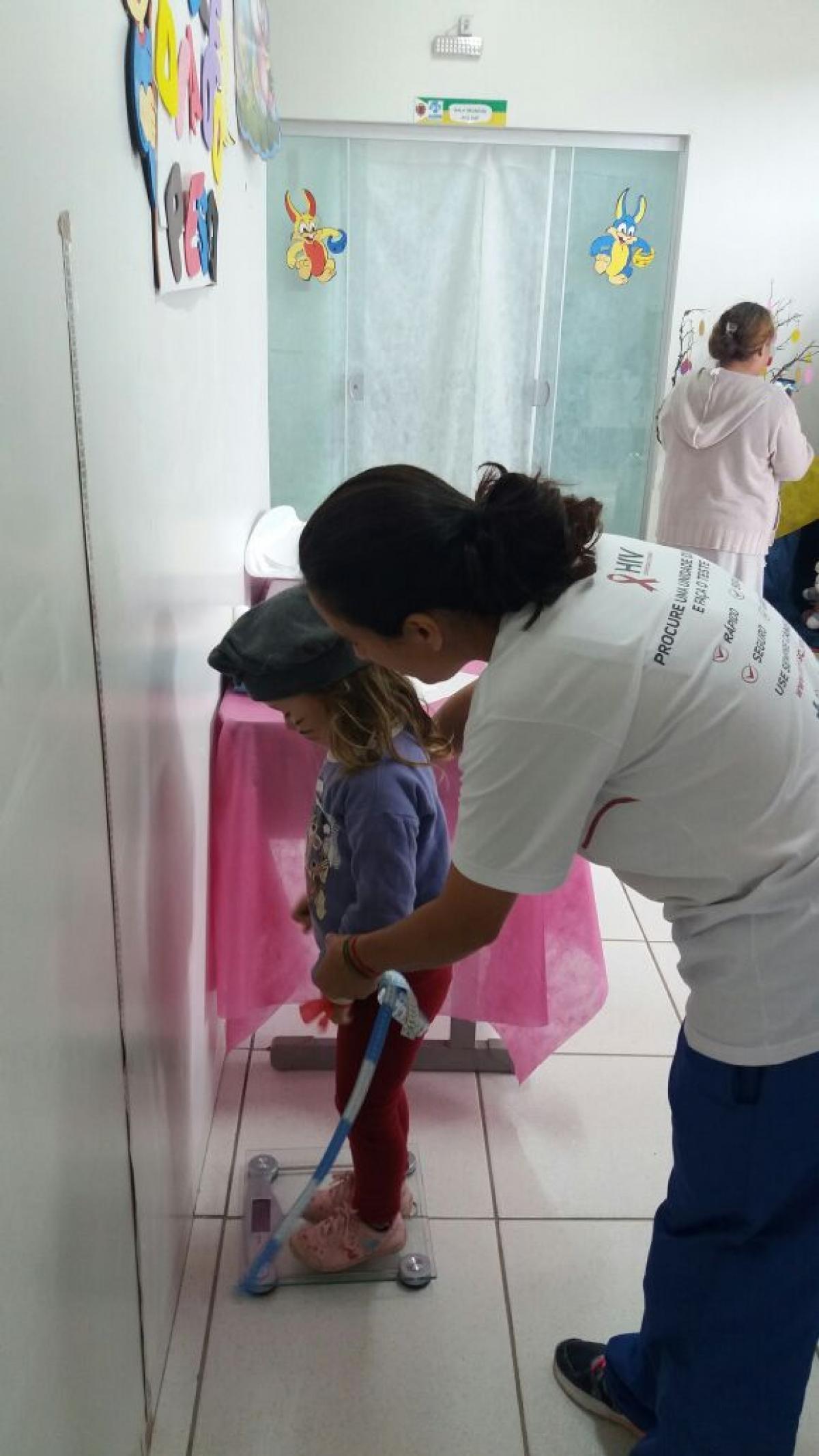 Posto Azul realiza aferição de peso e altura de crianças