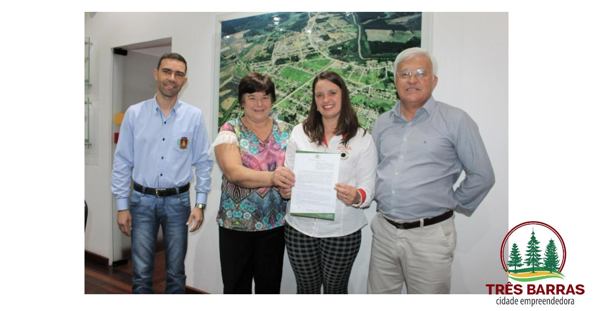 Prefeitura de Três Barras garante o repasse de R$ 20 mil à Apoca por meio de termo de colaboração