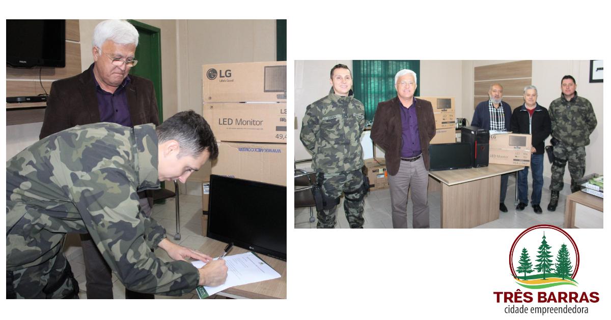 Prefeitura de Três Barras repassa 12 computadores à Polícia Militar Ambiental