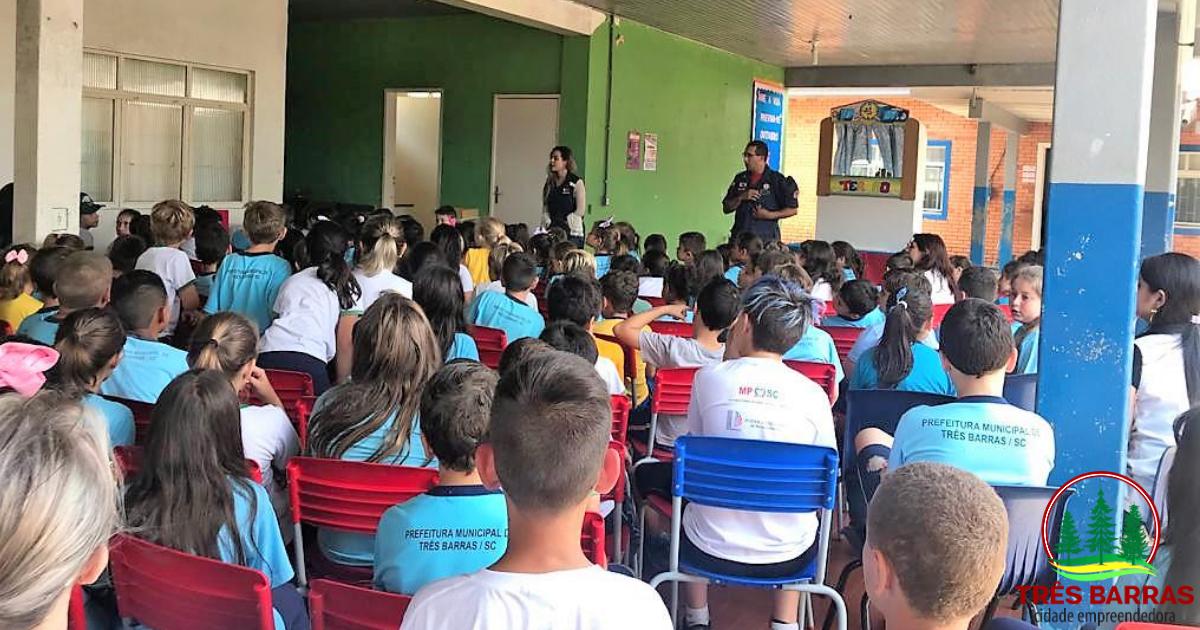 Prevenção a situações emergenciais pauta ações realizadas com estudantes de escolas municipais