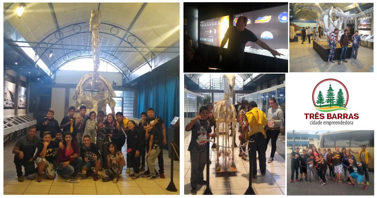 Professoras e jovens do Serviço de Convivência visitam Centro Paleontológico
