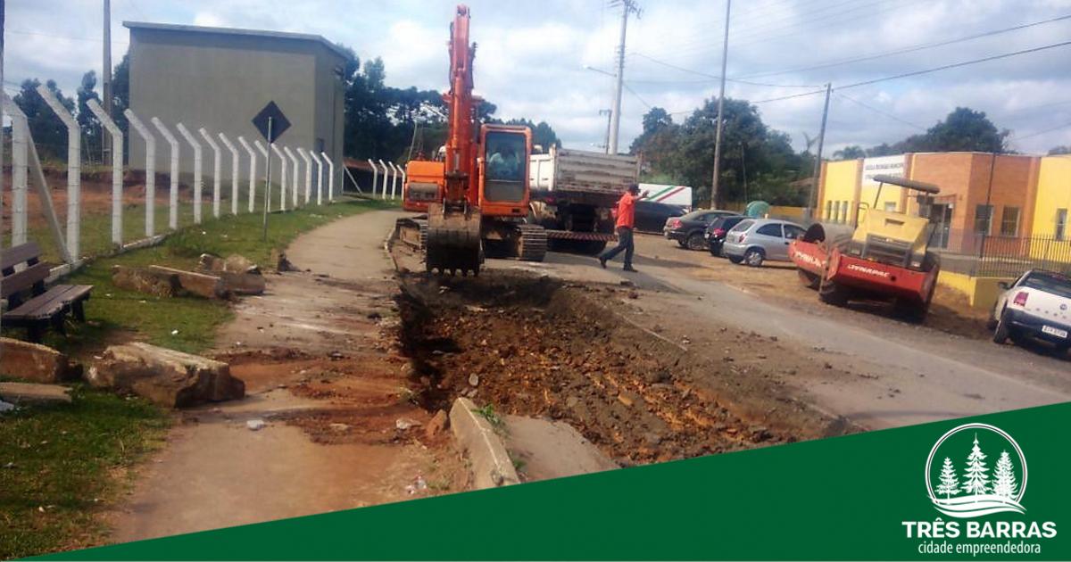 Realizado conserto provisório em partes de asfalto danificado no Km 06/ Barra Grande