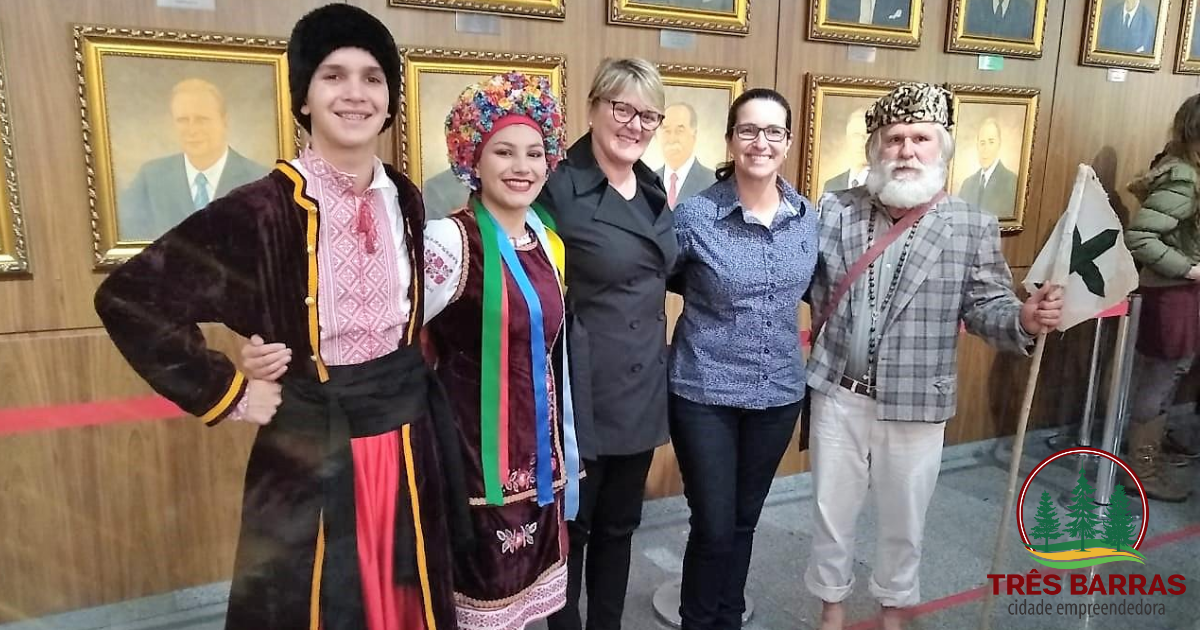 Representantes de Três Barras animam a Alesc mostrando cultura regional durante lançamento de frente parlamentar