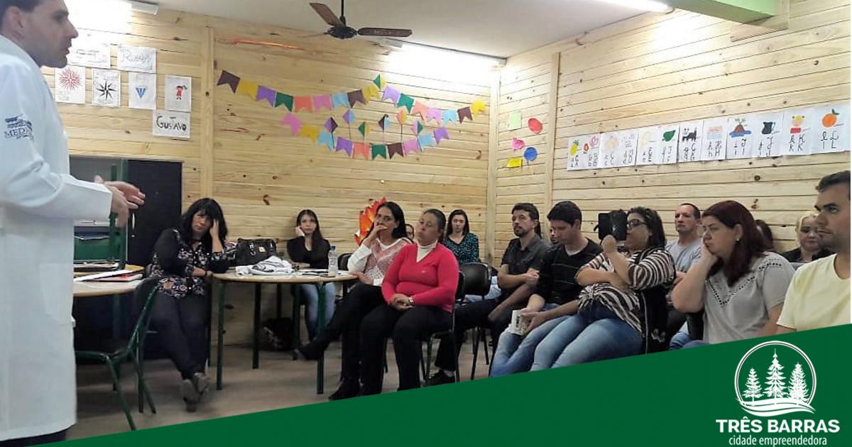 """""""Saúde Mental"""" pauta palestra da equipe da UBS Dr. Mário Mussi para professores"""