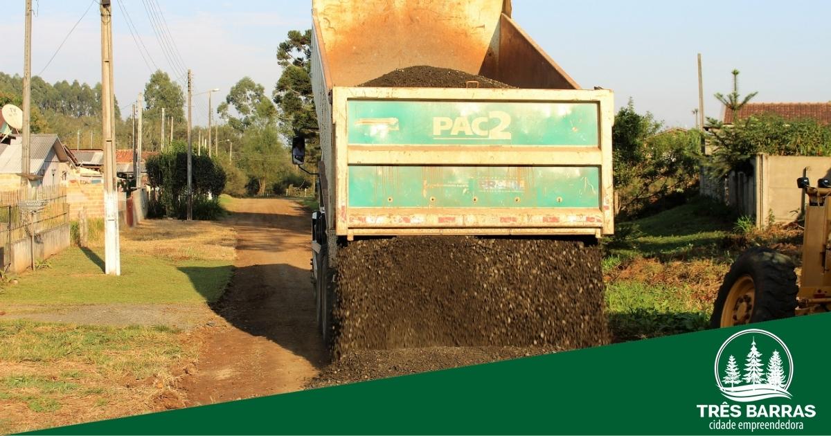 Secretaria de Viação e Obras realiza serviços na sede do município