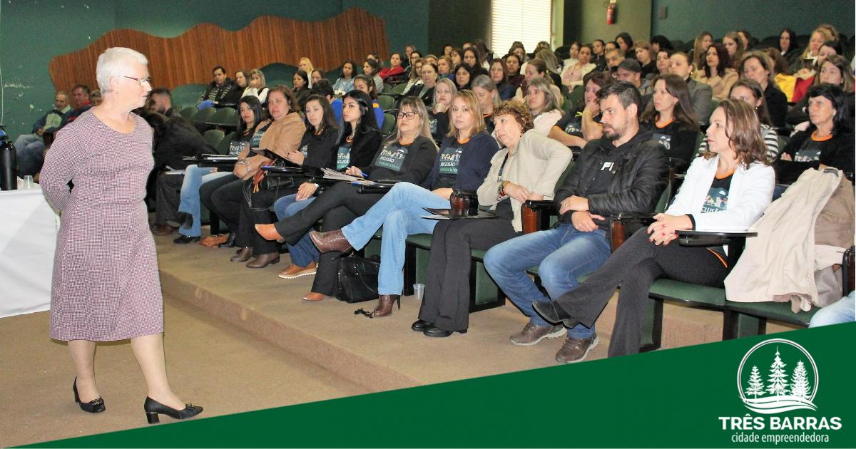 Seminário pelos 40 anos da APAE reúne profissionais que atuam na educação especial