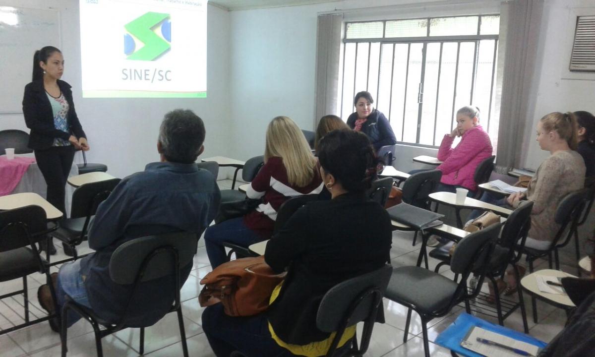 Servidoras do Sine de Três Barras participam de capacitação regional