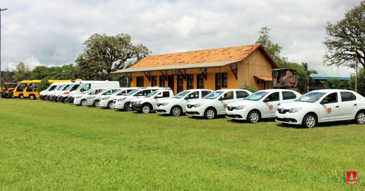 Solenidade marca a entrega oficial de nove veículos zero quilômetro