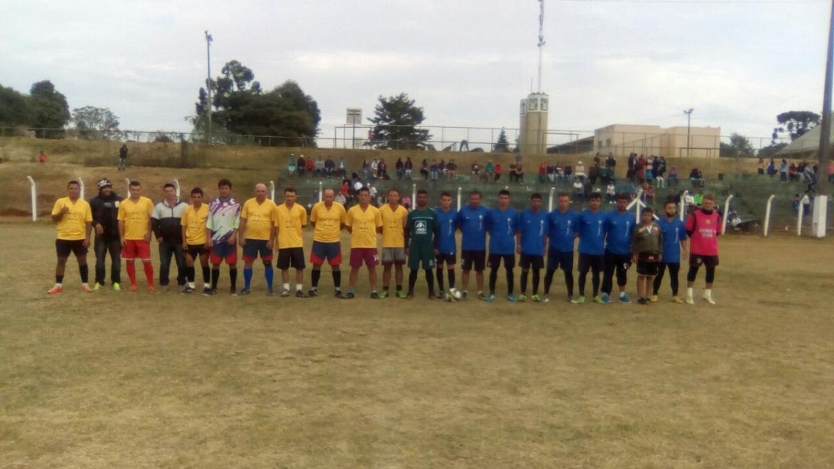 Torneio de futebol suíço reúne mais de 190 atletas no São Cristóvão