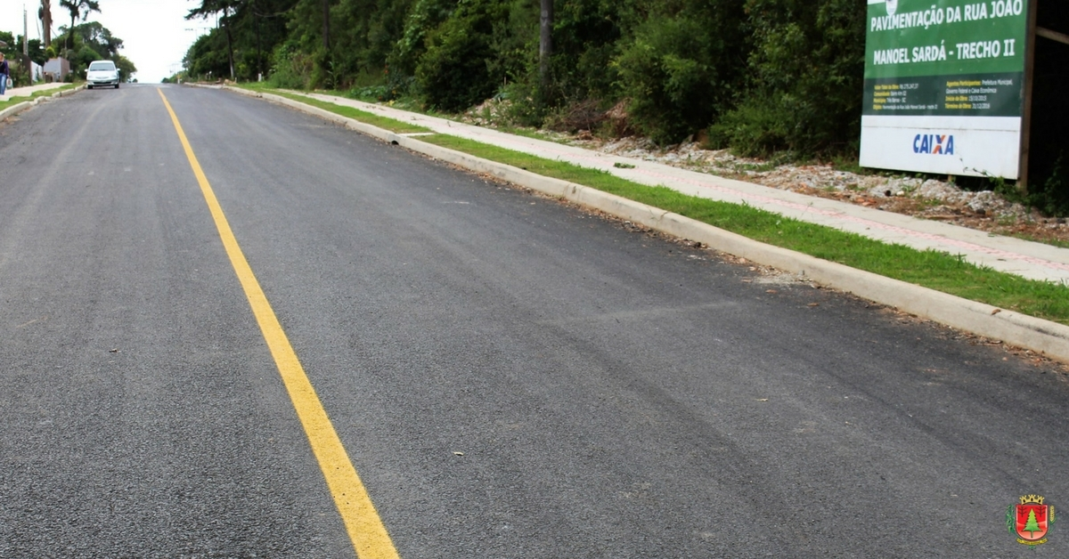 Trecho II da Rua João Manoel Sardá recebe asfalto