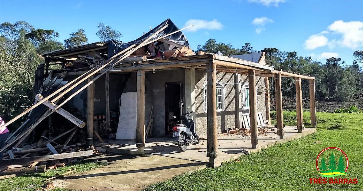 Três Barras decreta situação de emergência para atender famílias atingidas por vendaval nesta semana