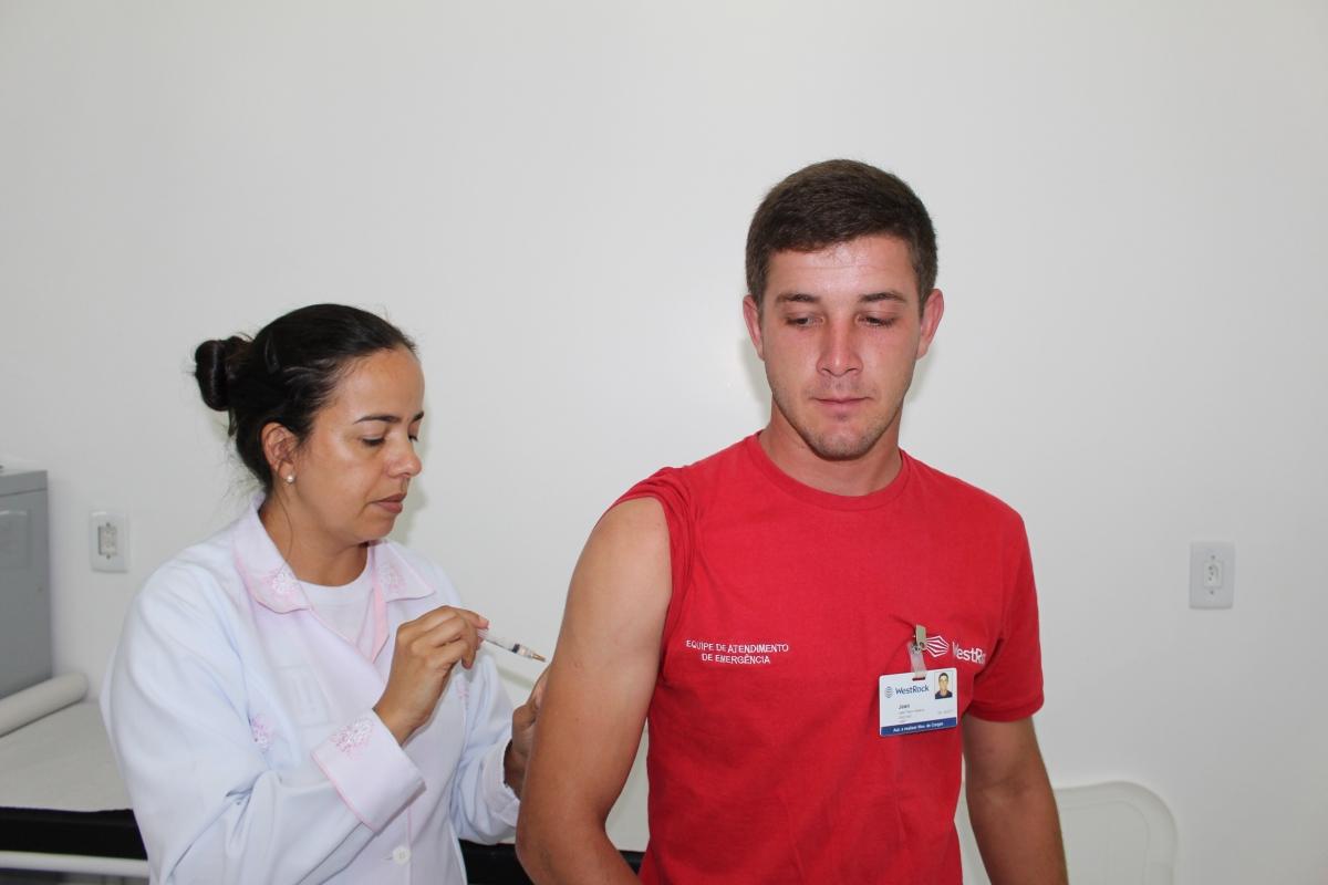 Três Barras realiza atualização vacinal de trabalhadores florestais