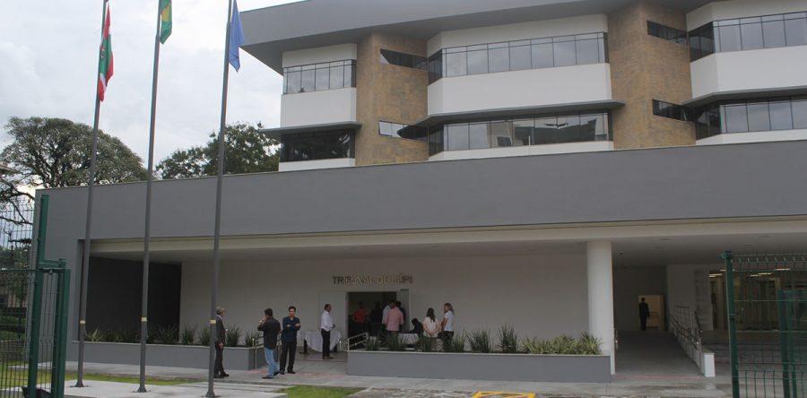 Frente do prédio.  Foto: Sérgio Teixeira da Silva.